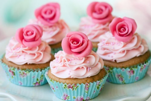 Pretty pink and rose cupcakes